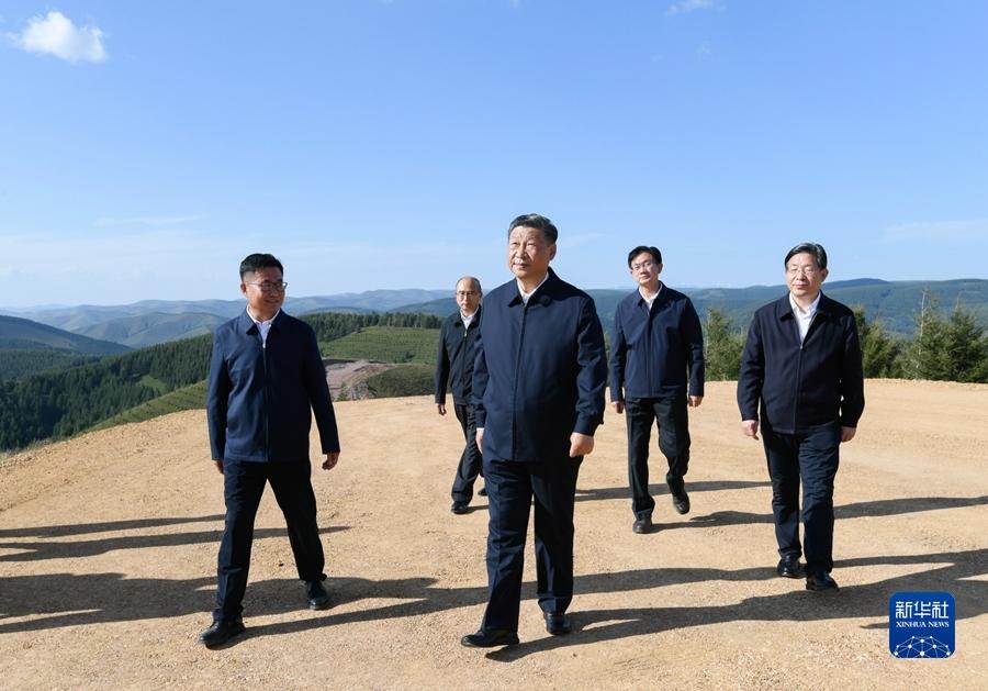 """""""14亿多中国人拧成一股绳,在中国特色社会主义道路上锲而不舍走下去""""――习近平总书记考察河北承德纪实"""