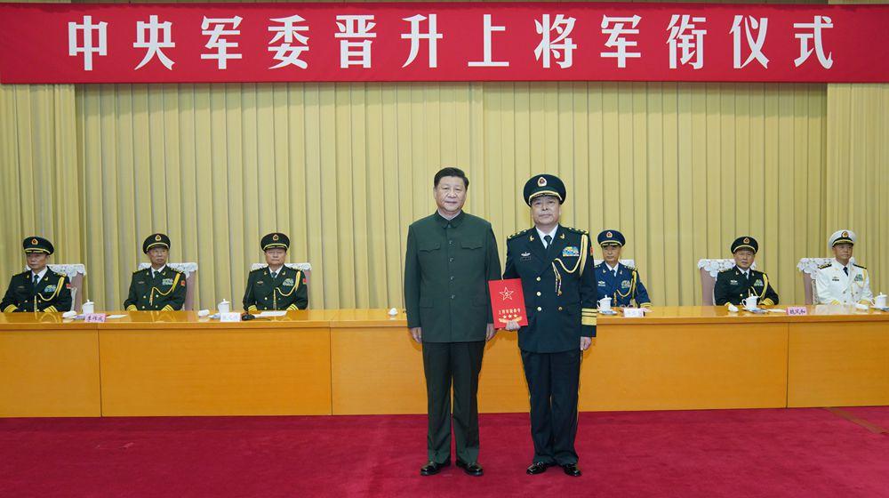 中央軍委舉行晉升上將軍銜儀式 習近平頒發命令狀並向晉銜的軍官表示祝賀