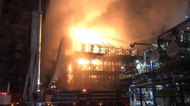 中石油大連石化公司發生火災 目前明火已撲滅未發現人員傷亡