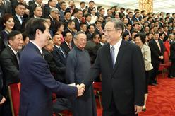 俞正聲會見慶祝中華海外聯誼會成立20周年大會暨四屆二次理事大會全體代表