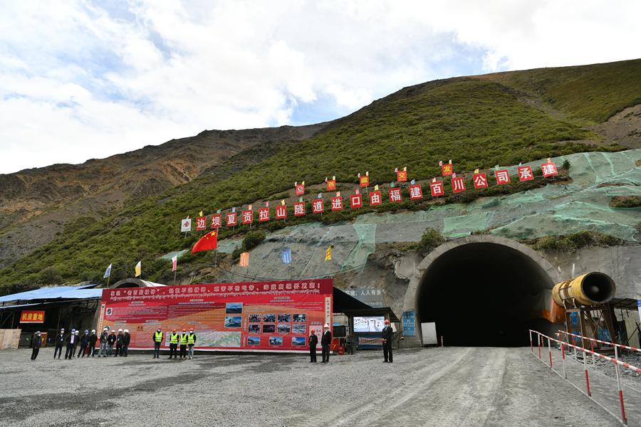 """""""入藏第一險""""夏貢拉山隧道有望明年建成"""