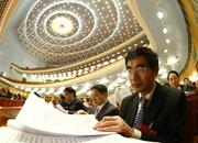 委員在閱讀會議材料