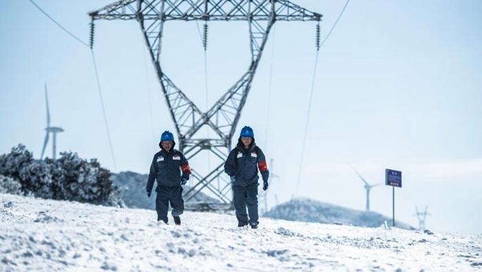 踏雪巡線保供電