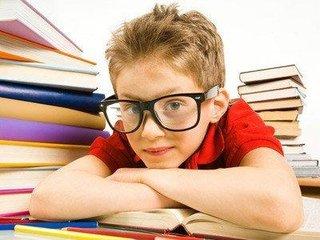 """開學季""""小眼鏡""""增多 需多方面呵護青少年眼健康"""