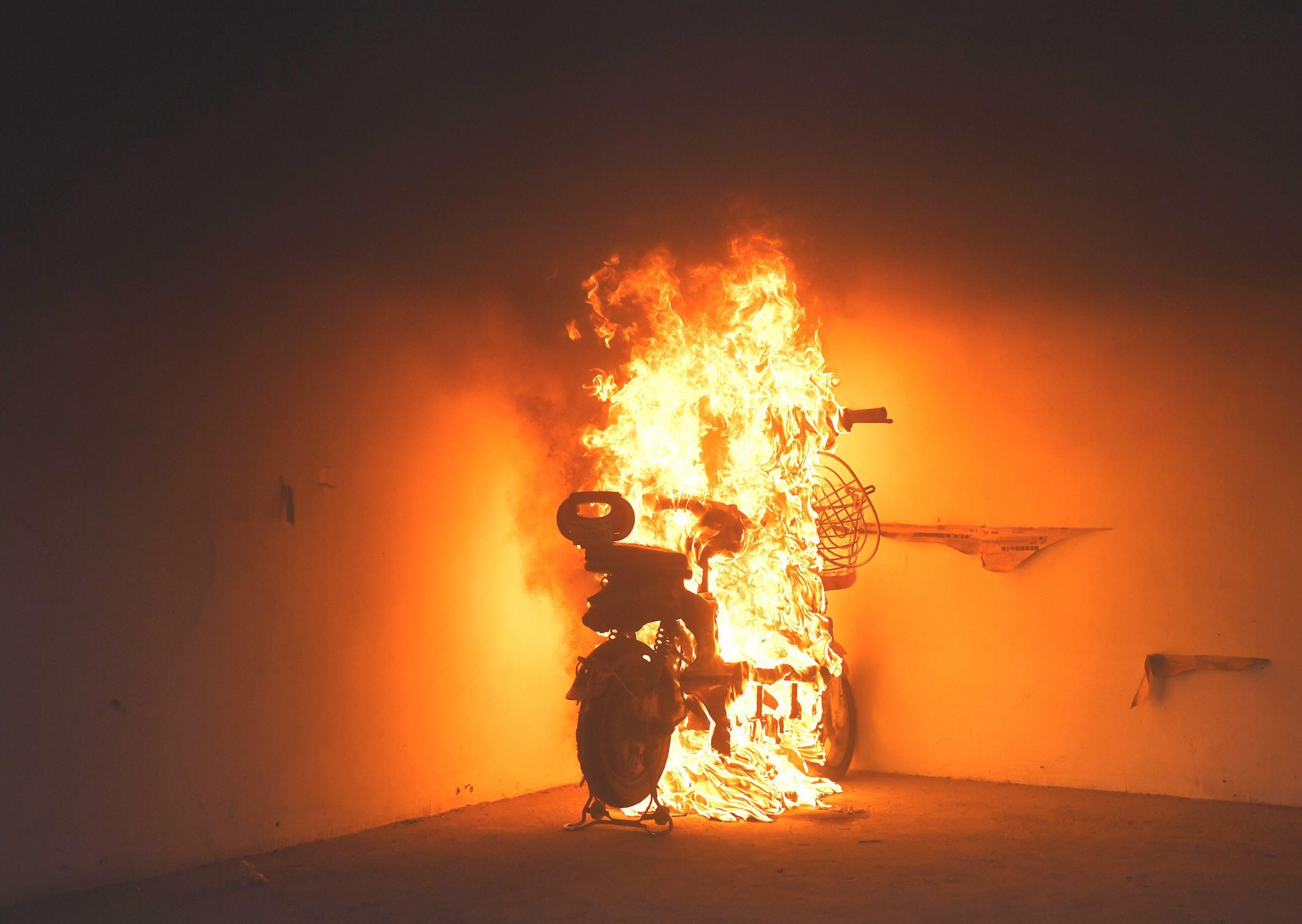 电瓶车为何会起火?锂离子电池安全吗?
