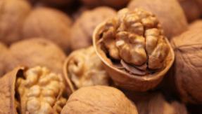 新研究:吃核桃有益腸道和心臟健康