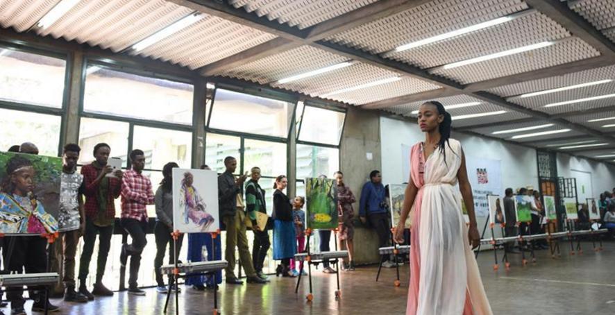 中國文化交流團在肯尼亞舉辦畫展和時裝秀