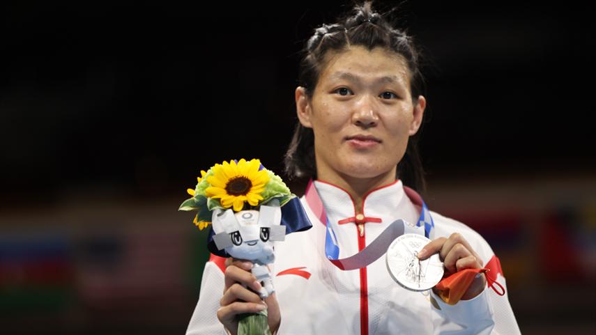 拳擊女子沉量級(64-69公斤)決賽:谷紅摘銀