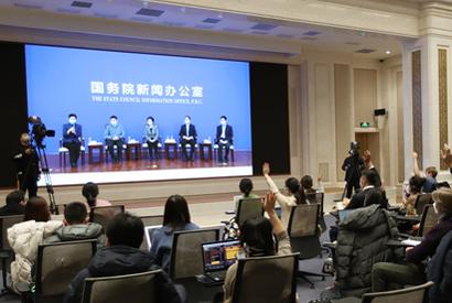 國新辦舉行參與一線救治工作的中國專家介紹治療新冠肺炎做法記者見面會