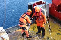 北極科考隊回收並布放錨碇式潛標