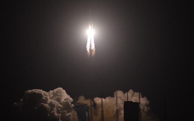 長徵五號遙三運載火箭在中國文昌航天發射場點火升空