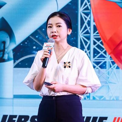 时尚COSMOBOX主编、时尚COSMO电商内容及运营总监 黄婷