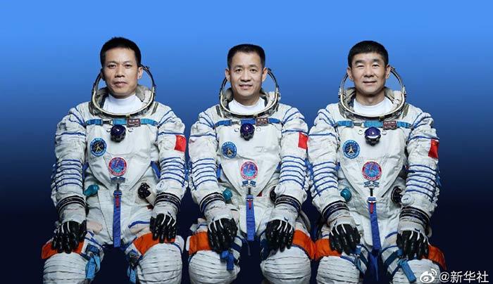 神舟十二號載人飛船三人乘組名單確定 另有三人備份