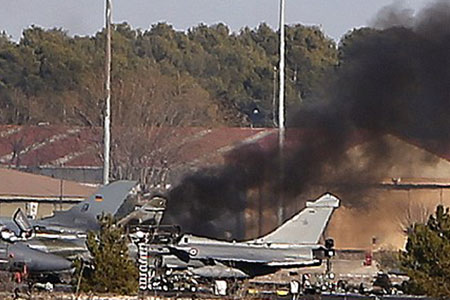 希腊F16战机在西班牙坠毁 10人丧生