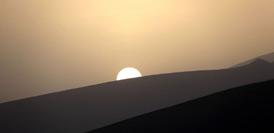 甘肅敦煌:大漠清影迎日出(高清組圖)