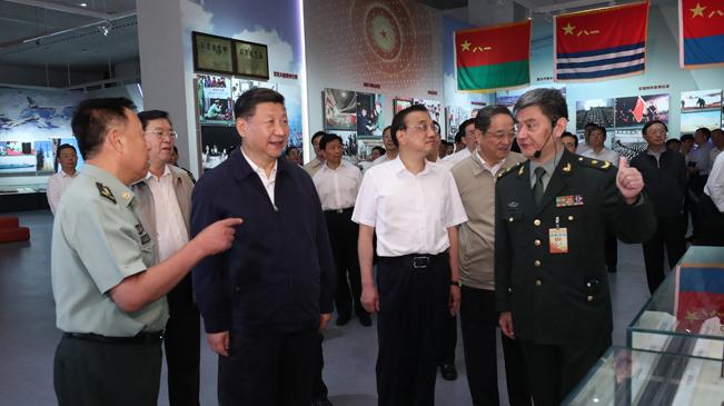 習近平等參觀慶祝中國人民解放軍建軍90周年主題展覽