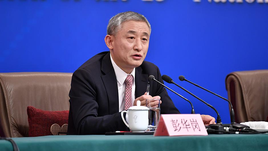 彭華崗回答記者提問