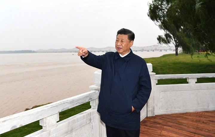 習近平在鄭州考察制造業企業發展和黃河生態保護