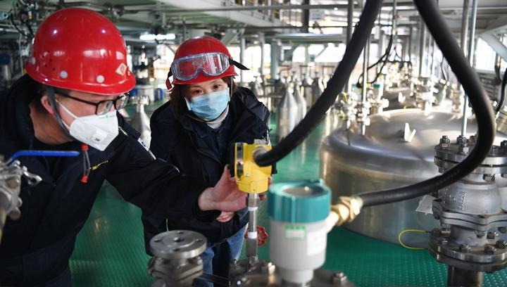 新華社評論員:防疫情不松懈 抓發展不動搖