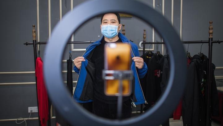 新華社評論員:在抗疫大考中化危為機