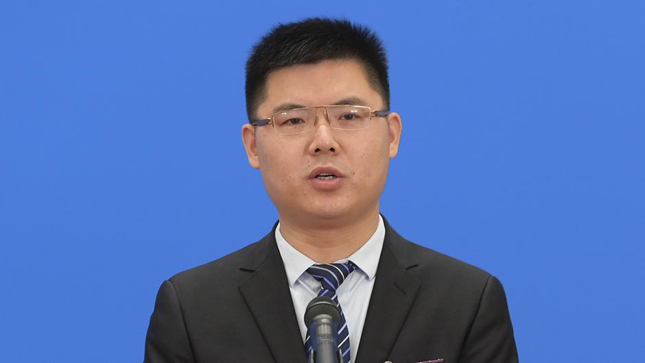 全國人大代表李君通過網絡視頻方式接受採訪