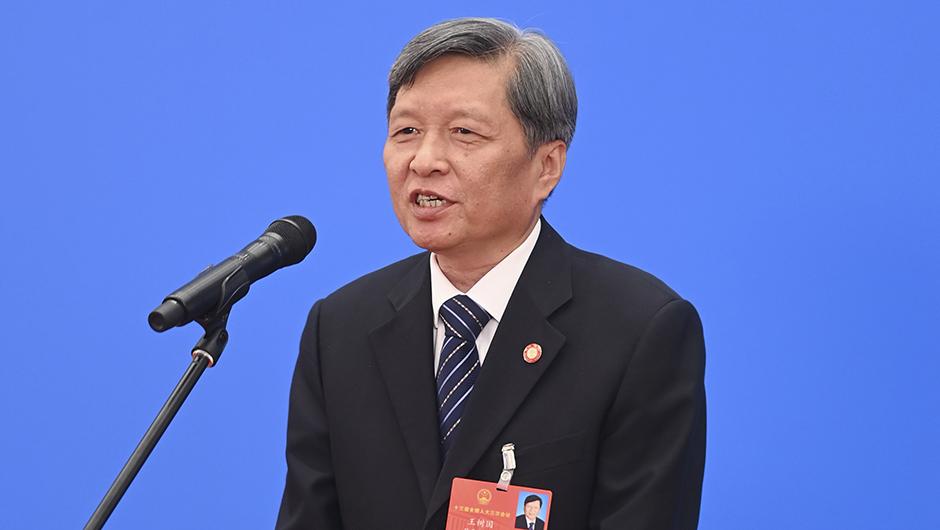 全國人大代表王樹國通過網絡視頻方式接受採訪