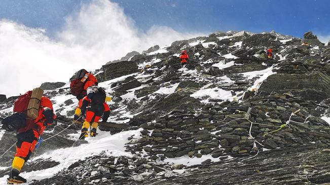 2020珠峰高程測量登山隊向海拔8300米進發