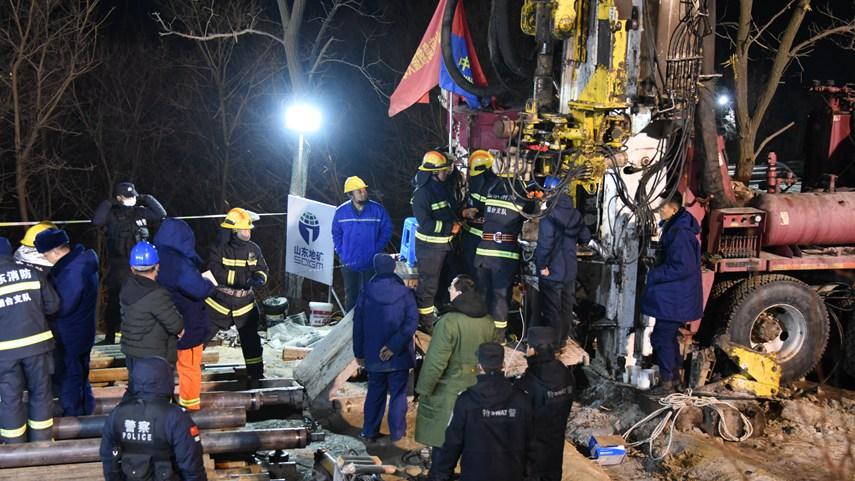 山東棲霞笏山金礦爆炸事故救援現場已與被困人員取得聯係