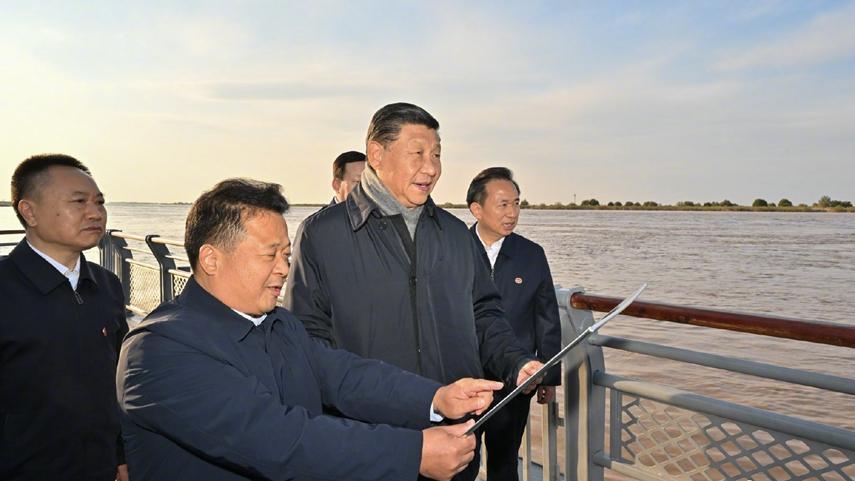 習近平在山東東營考察黃河入海口