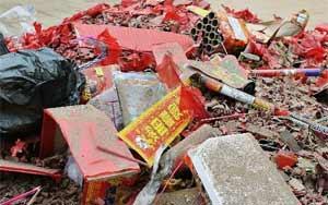 北京出動近4萬環衛人員清理元宵夜爆竹殘屑