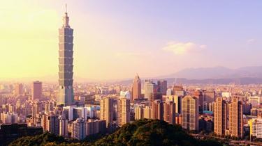 戴口罩、量體溫、少聚會:臺灣民眾迎來清明假期