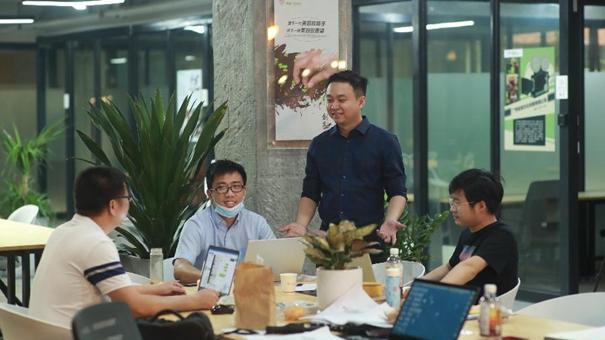 臺商陳鴻傑:攜手青年同行共同創業發展