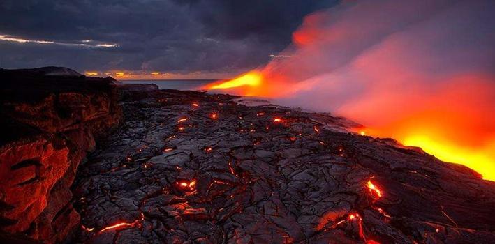 美國夏威夷基拉韋厄火山熔岩流出