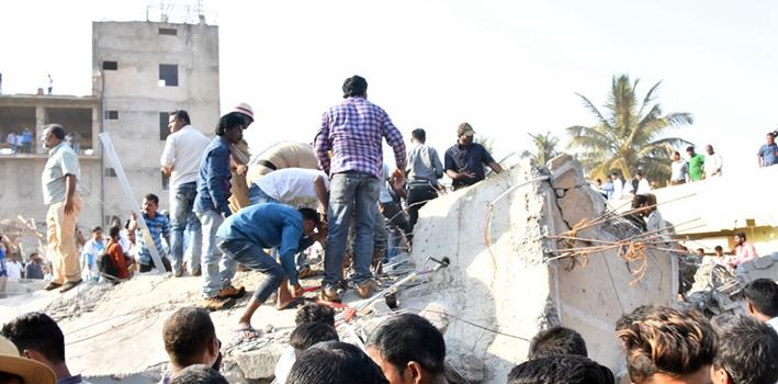 印度:在建樓房倒塌 兩人死亡 有人被埋