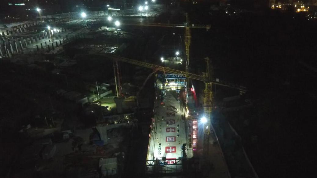 新建福廈鐵路集美特大橋:首聯連續梁合龍