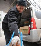 """""""誠信雞蛋哥""""任慶河:坐等數月,只為給顧客兌換已賣出的6000多斤雞蛋票。耐心的等待引起了眾人的關注和讚譽,他也因而被網民稱為""""誠信雞蛋哥""""。"""