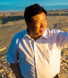 """""""沙漠漁夫""""何延忠:十二年來,何延忠在庫木塔格築造""""沙漠都江堰"""",使從沙漠變為綠洲,逼退風沙6公裏,他和他的26000畝生態治理區、56平方公裏荒漠化治理區拱衛著陽關。"""