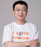 """""""陽光使者""""劉正琛:一個曾經被判定為只有五年生命的白血病人,創造12年生命奇跡的同時,發起的公益組織累計資助白血病患者1000人,募資2300萬元。用愛自己的心去愛別人,這是他的夢想。"""