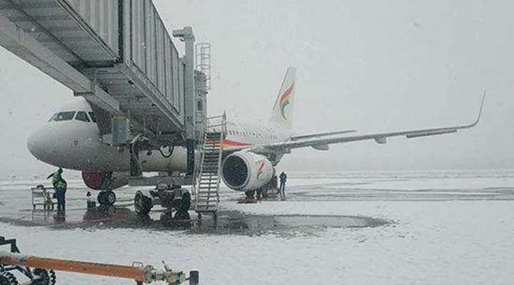 西藏拉薩:降雪致貢嘎機場航班大面積延誤