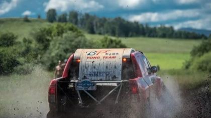 泥漿裏的車王爭霸賽