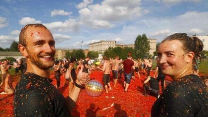 酣暢!番茄大戰 聖彼得堡驚現紅色海洋