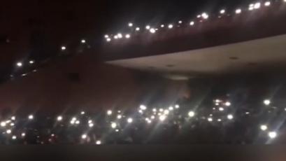 最絢爛的舞臺:演奏中停電 手機閃光燈聚成星海