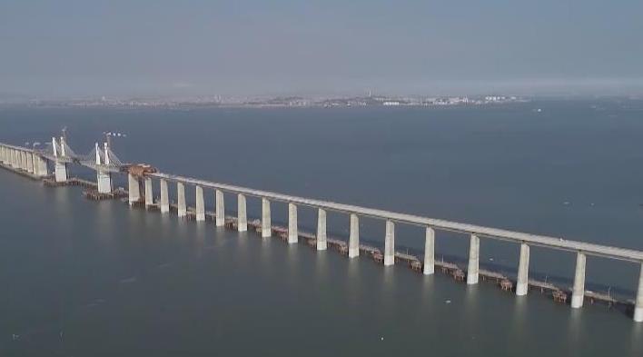 福廈高鐵湄洲灣跨海大橋海上制梁完成