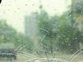 實驗:高速行車拋蘋果 擋風玻璃被砸裂