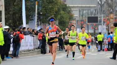 肯尼亞選手包攬波士頓馬拉松男女組冠軍