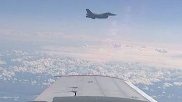 """俄羅斯與北約""""空中摩擦"""":1.5米!美俄戰機再次""""親密接觸"""""""
