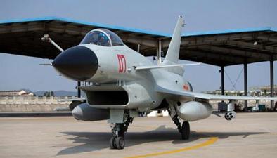 東部戰區:海軍航空兵多機型開展著艦訓練