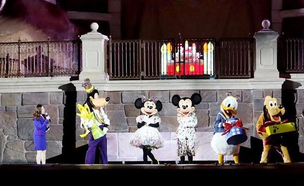 法國迪士尼為米老鼠慶祝90歲生日