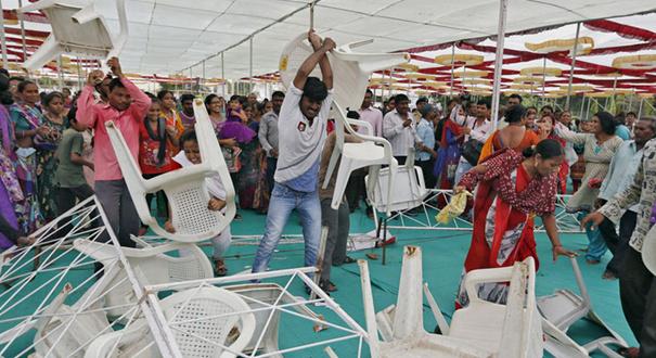 印度总理莫迪生日会遭示威者闹场
