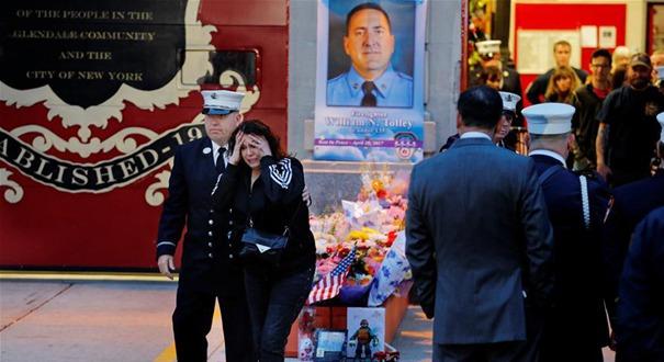 美國紐約:消防員參加悼念活動(組圖)